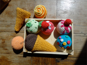 Amigurumi-Eissorten mit Waffeln