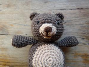 Der Amigurumi-Bär Bärlina von vorn.