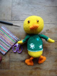 Günther die Amigurumi-Ente ist liebevoll gehäkelt