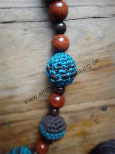Gehäkelte Perlen aus Baumwolle. Amigurumi-Schmuck.