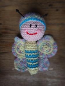 gehäkelter Schmetterling aus bunter Baumwolle