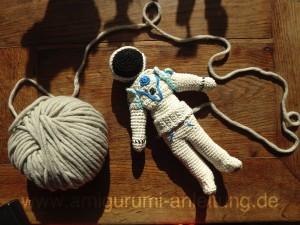 Amigurumi Astronaut aus Baumwolle gehäkelt
