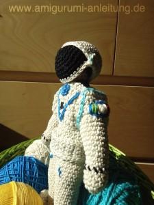 Amigurumi-Astronaut mit Helm